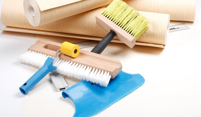 Folgende Werkzeuge helfen, richtig professionell zu tapezieren. (#03)