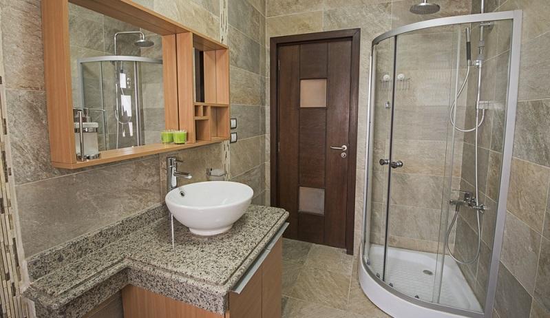 Vorbeugung von Schimmel Um die lästige Erscheinung an der Duschwand gar nicht erst aufkommen zu sehen, sollte man auf ein paar Dinge nach dem Duschen achten. Am Wichtigsten ist, dass die Dusche gut durchlüftet ist. (#03)