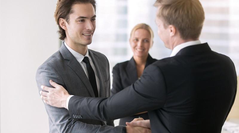 Wer zahlt meinen Umzug, wenn ich aus einer festen Stelle heraus einen neuen Job antrete? Also wenn ich nicht auf eine Unterstützung von staatlicher Seite hoffen kann? (#04)