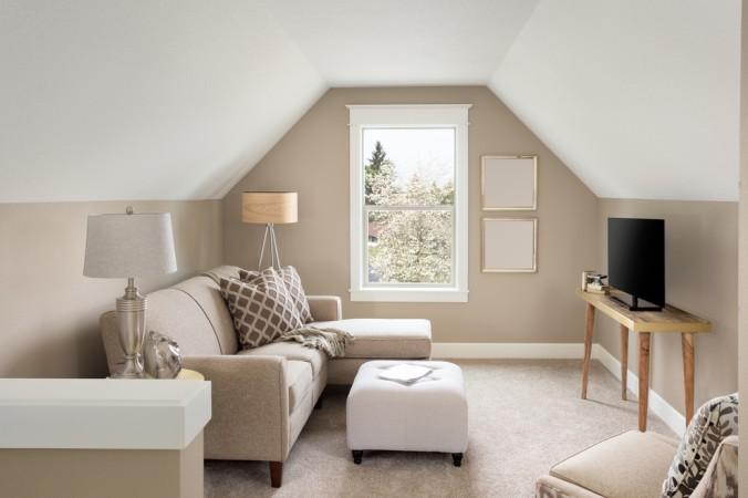 Helle Farben Und Dezente Möbel, Lassen Auch Kleine Wohnungen Und Räume Mit  Dachschrägen Gemütlich Wirken