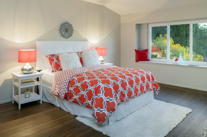Auch bei der Höhe des perfekten Bettes sollte auf die individuellen Bedürfnisse geachtet werden. Moderne Betten, wie beispielsweise Boxspringbetten, bieten eine optimale Höhe, für die meisten körperlichen Konstitutionen. (#5)