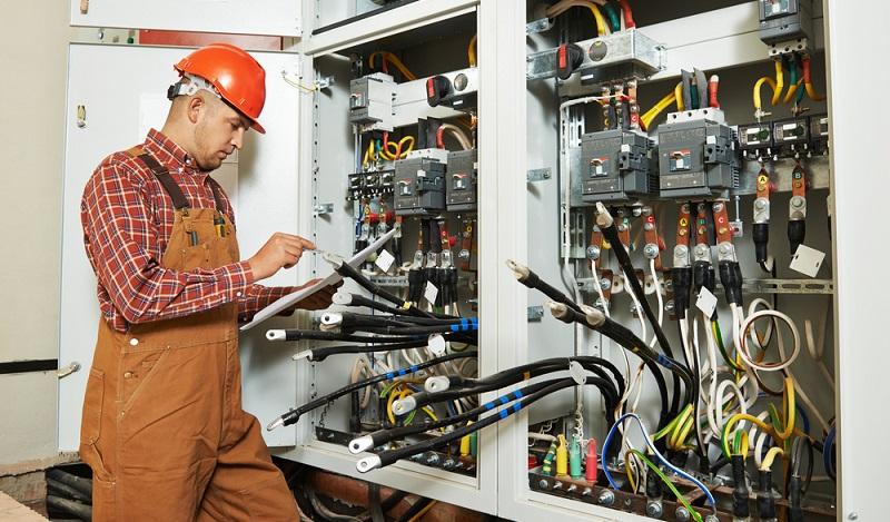 Erst die technische Prüfung, dann die Zulassung in den USA: Nur wenn Geräte und Maschinen vorab geprüft und dann zertifiziert worden sind, dürfen sie betrieben werden. (#03)