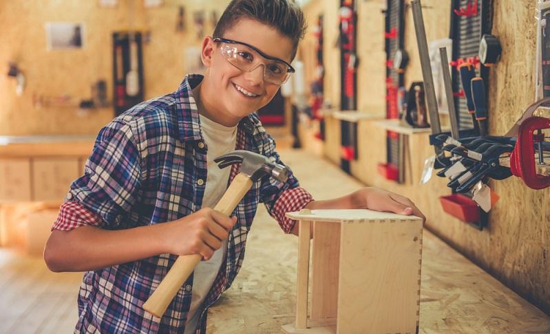 Etwas selber zu erschaffen, erfüllt mit Stolz. Und Möbel selber bauen ist eine gute Möglichkeit, genau diesen Stolz zu fühlen. (#01)