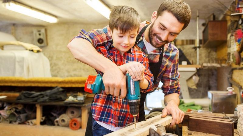 Der Trend zum Selbermachen kommt ursprünglich aus den USA, wo vor langer Zeit immer mehr Menschen damit begannen, verschiedene Dinge im Haus selbst zu reparieren. (#01)