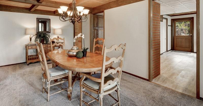 Je größer der Tisch, desto besser. Da nimmt man gerne auch mal länger Platz und plauscht gemeinsam bis in die Morgenstunden. (#01)