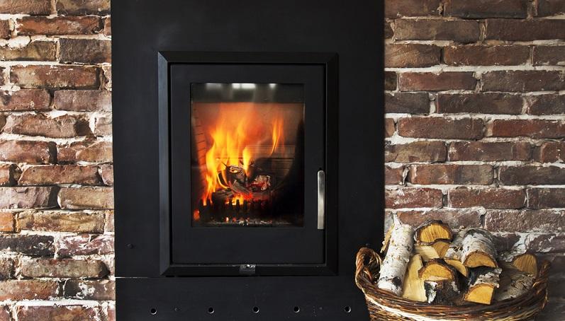Wer ein perfektes Flammbild Wert legt, muss dabei natürlich den klassischen Holzscheitofen wählen, weil das Flammbild durch die Holzsorte steuerbar ist. (#06)