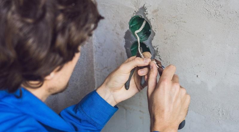 An den Installationszonen muss man sich bei allen Elektroinstallationen an Gebäuden orientieren. Auch beim Anbringen von Unterputzsteckdosen. (#03)