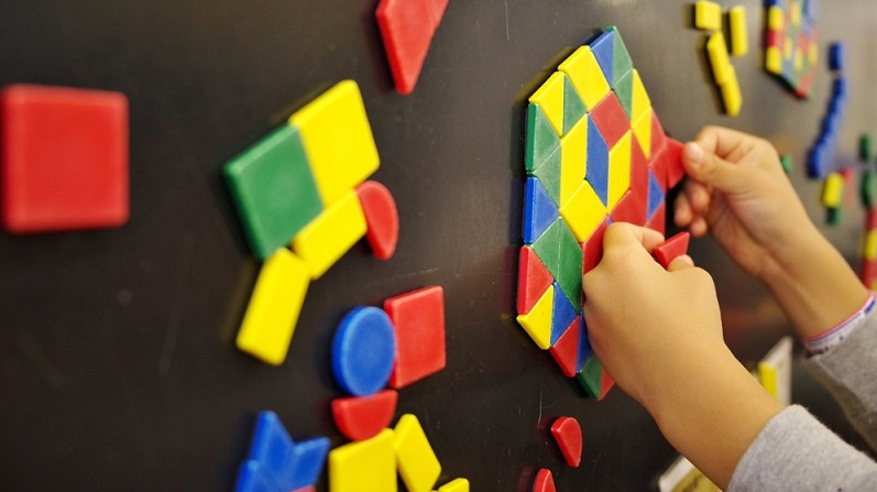 Magnete halten alles ordentlich am Platz und können dank bunter Gestaltung sogar noch zum Ordnen der einzelnen Zettel und zum Erstellen von Prioritäten verwendet werden. (#04)