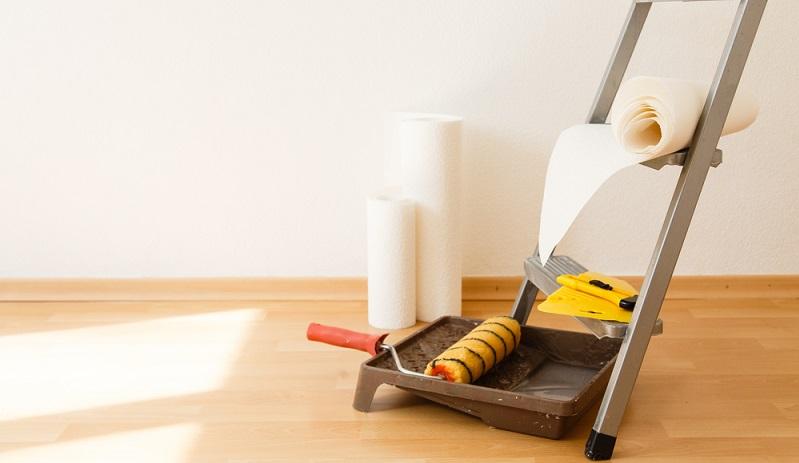 Wenn Sie eine Vliestapete tapezieren möchten, benötigen Sie selbstverständlich die passende Ausrüstung dafür. (#02)