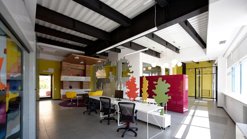 Doch welche Farben sind für ein Büro ideal? Grün soll beruhigen und für mehr Ausgeglichenheit, gleichzeitig für Kreativität sorgen. (#04)