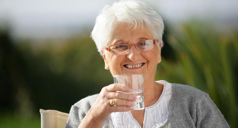 Steht Wasser länger als vier Stunden in der Leitung, sollten Sie davon ausgehen, dass sich die Zahl der Bakterien und allen voran der Legionellen unverhältnismäßig nach oben entwickelt hat.(#04)