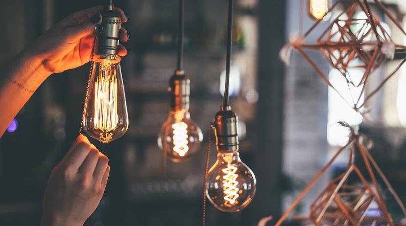 Eine weitere Möglichkeit besteht darin, Energiesparlampen zu verwenden. Diese verwenden die gleiche Technik wie herkömmliche Leuchtstoffröhren. (#07)
