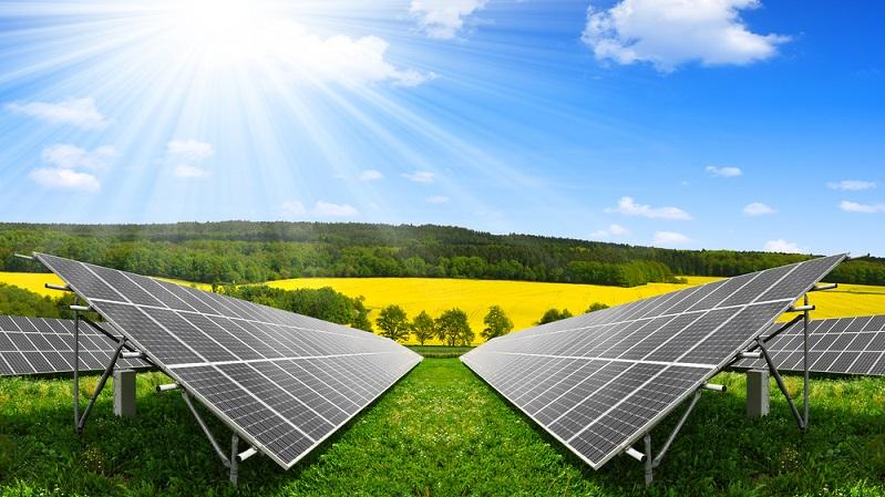 Wenn Sie Ihren eigenen Strom erzeugen möchten, ist eine Fotovoltaikanlage die ideale Lösung. Eine Solarstromanlage besteht meist aus mehreren Solarzellen und wandelt die Sonnenstrahlen direkt in elektrische Energie um. (#04)