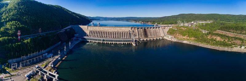 Wenn Sie bei dem Thema Wasserkraft an nostalgische Mühlen mit Wasserrad denken, ist dieser Gedanke nicht ganz falsch, denn die Menschheit nutzt diese natürliche Energiequelle bereits seit vielen Jahrhunderten. (#03)