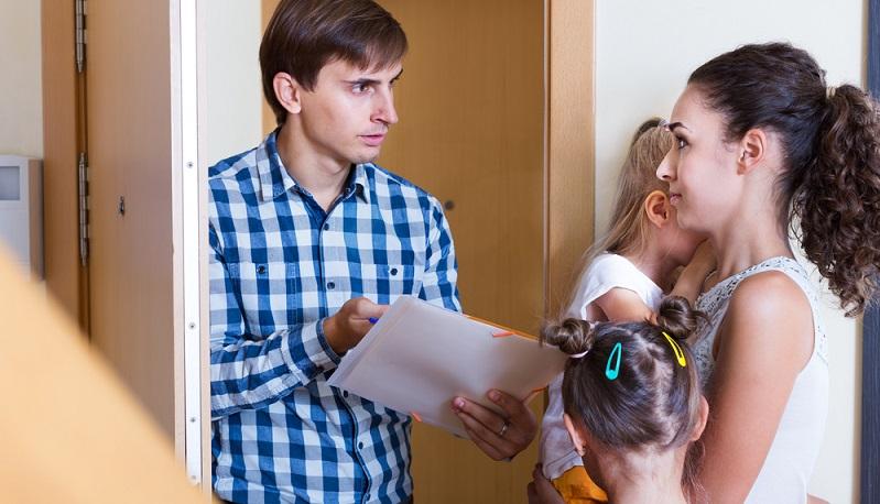 Während Ihnen als Mieter bei nächtlichem Lärm der Vermieter hilfreich zur Seite stehen kann, sieht das bei Wohnungs- und Hauseigentümern anders aus. Hier hilft zuerst nur das persönliche Gespräch, das hoffentlich eine Lösung herbeiführen kann. (#04)