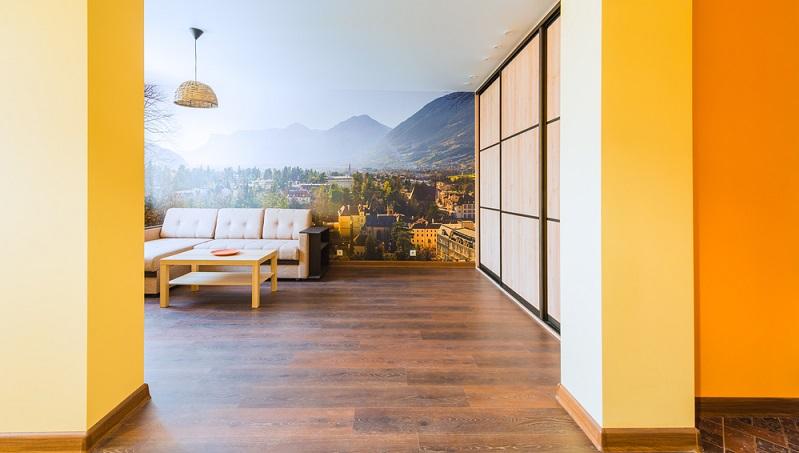Mit den attraktiven Tapeten können Räume gezielt strukturiert und Möbelstücke in Szene gesetzt werden. (#05)