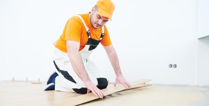 Nun stellt sich die entscheidende Frage, welcher dieser Parkettkleber für die Verbindung mit der Fußbodenheizung am besten geeignet ist. Um diese zu klären, ist es wichtig, zu beachten, dass sich das Holz bei einem starken Temperaturanstieg ausdehnt.