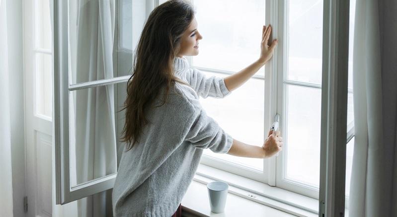 Mieter haben nicht nur Rechte, wenn Schimmel in der Wohnung auftritt. Sie unterliegen auch der Pflicht, die Wohnung richtig zu behandeln und für eine regelmäßige Lüftung zu sorgen, damit Schimmel erst gar nicht entstehen kann.