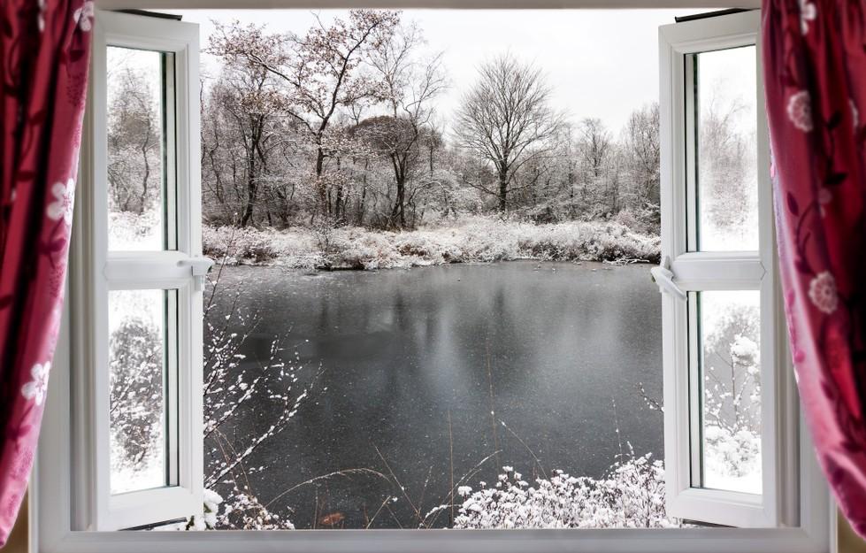 Schimmeplpilz im Schlafzimmer kann man verhindern oder zumindest vorbeugen. Wichtigste Maßnahme beim Vorbeugen ist das sogenannte Stoßlüften, bei dem eine möglichst große feuchte Luftmenge durch das Fenster aus dem Schlafzimmer hinausbefördert und durch trockenere Luft ersetzt wird. (#4)