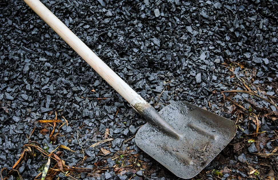 Das Drainage verlegen geht dem Ende zu. Schütten Sie die Grube wieder zu. Auf keinen Fall darf jedoch verdichtet werden. Das würde die Drainagerohre mit Sicherheit wieder zerstören. (#4)