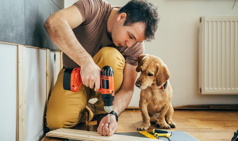 In der Mechanik und im Heimwerkerbereich geht es oft auch um die Drehmomente, die Schrauben betreffen. Hier ist vom Anzugsmoment die Rede, welches beim Anziehen der Schraube auf diese einwirkt.