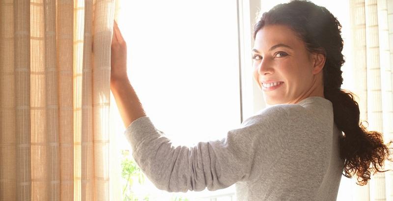 Generell ist Stoßlüften immer einem stundenlang gekippten Fenster vorzuziehen.