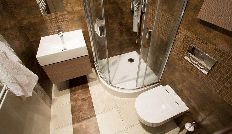Natürlich sind die Größe des Gäste WCs und die Gestaltung abhängig vom Grundriss. Doch es gibt auch Möglichkeiten, trotz baulicher Einschränkungen für genügend Platz zu sorgen.