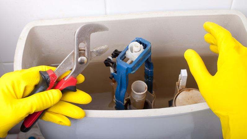 Wer den Spülkasten der Toiletten bereits mehrfach geöffnet und wieder zusammengebaut hat, weiß auch, wie er korrekt zusammenzusetzen ist.