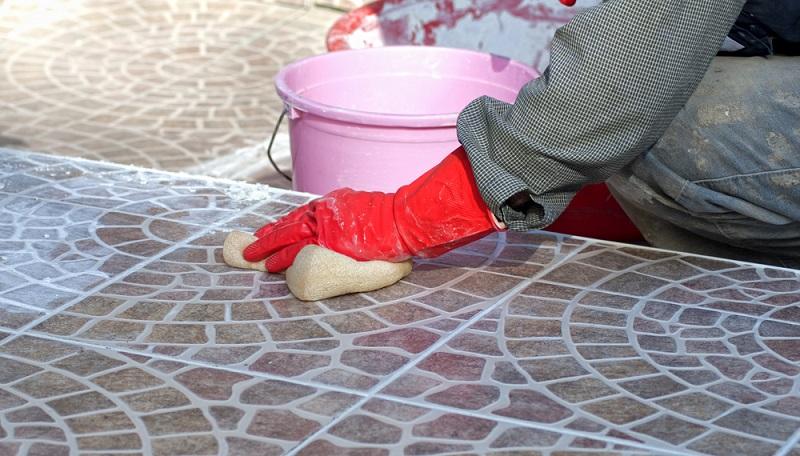 Bodenfliesen sollen ein einheitliches Bild ergeben, ohne optische Brüche durch unregelmäßige Fugen oder durch eine schiefe Verlegung.