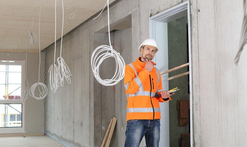 Eine gute Nachricht ist, dass der Analyse zufolge ein Großteil der auf Pflichtverstößen des Handwerkers beruhenden Baumängel in der Regel innerhalb der ersten fünf Jahre nach Fertigstellung oder bereits während der Bauzeit entdeckt wird.