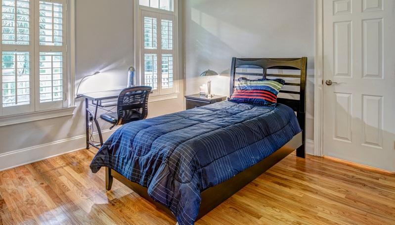 Am häufigsten werden Einzelbetten gekauft. Sie sind für Singles ebenso geeignet wie für Paare, die noch kein gemeinsames Schlafzimmer einrichten, sondern noch in der Wohnung des einen oder anderen Partners auf Zeit zusammenleben.