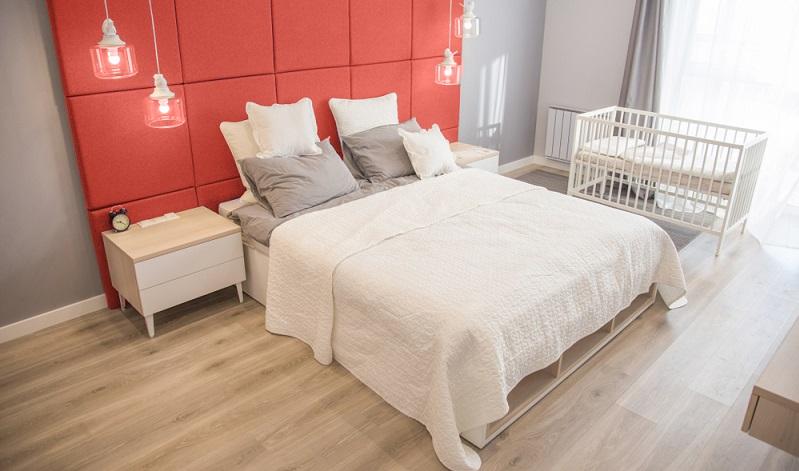 Kleine Babys und Kleinkinder schlafen am liebsten bei der Mama, daher ist ein Beistellbettchen die richtige Wahl.