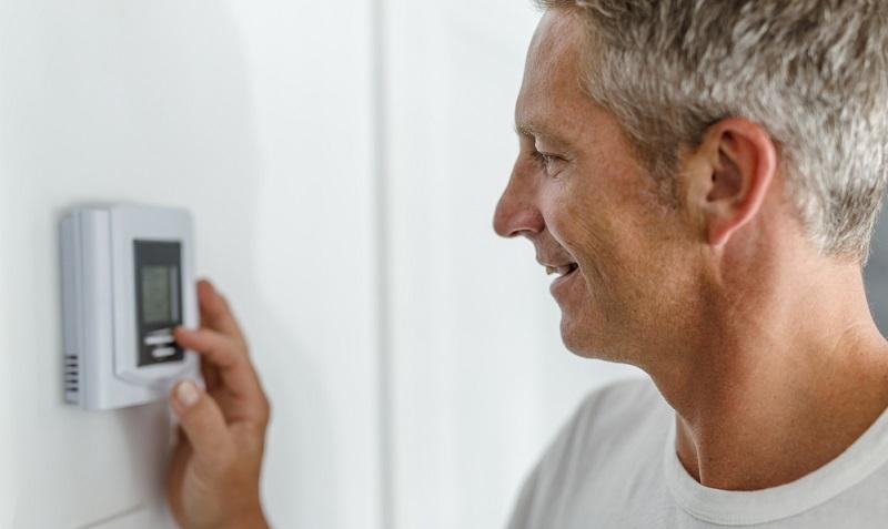 Das Heizverhalten hat einen großen Einfluss auf die Luftfeuchte während des Winters, denn in ausgekühlten Räumen setzt sich wesentlich schneller Kondenswasser am kalten Mauerwerk ab.