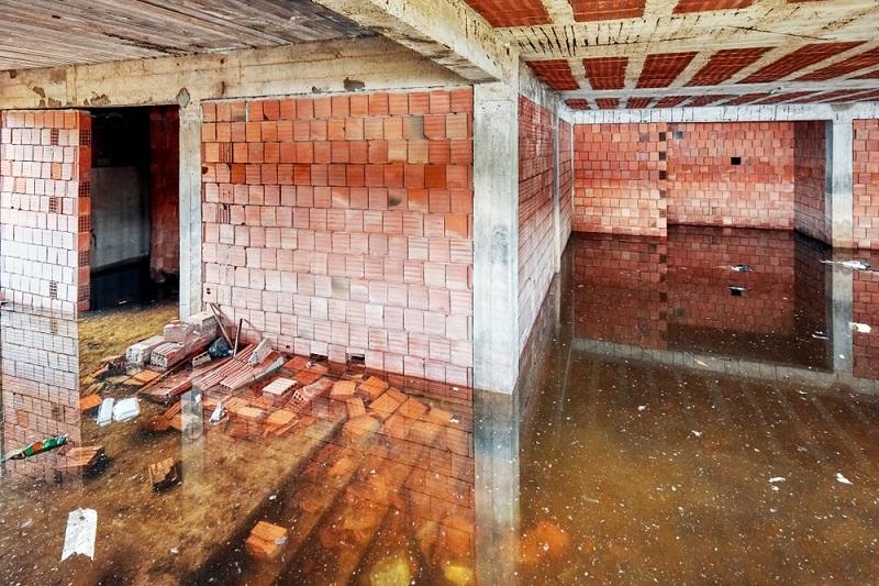 Eine Dämmung, die nicht für Stauwasser ausgelegt ist, versagt zwangsläufig nach einiger Zeit, wenn entsprechende Bedingungen herrschen. (#03)