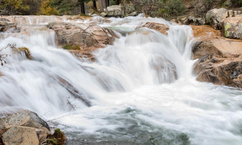 Sturzfluten, die Hochwasser verursachen können, entstehen vor allem im Gebirge