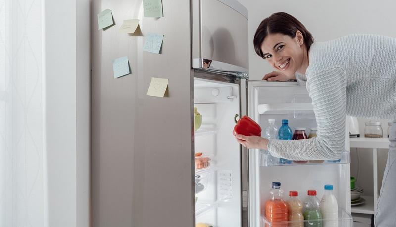 Moderne Kühlschränke sind wesentlich effizienter und rechnen bereits nach kurzer Zeit. Viele Verbraucher tappen aber in die Nostalgie-Falle und behalten den alten Kühlschrank als Zweitgerät im Keller. Dann steigt der Energieverbrauch natürlich insgesamt – ein altes Gerät sollte also immer entsorgt werden, auch wenn es noch funktioniert.