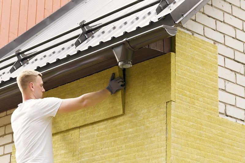 Thermografie im Sommer: Die Fassadendämmung ist technisch zwar im Winter möglich, doch zur Vermeidung von Schimmelbildung und anderen Problemen ist eine Sommerbaustelle immer besser. (#03)
