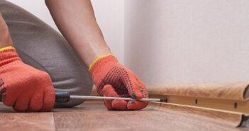 Fußbodenleisten kleben: Lieber einfach als umständlich ( Foto-Shutterstock:_Kuchina)
