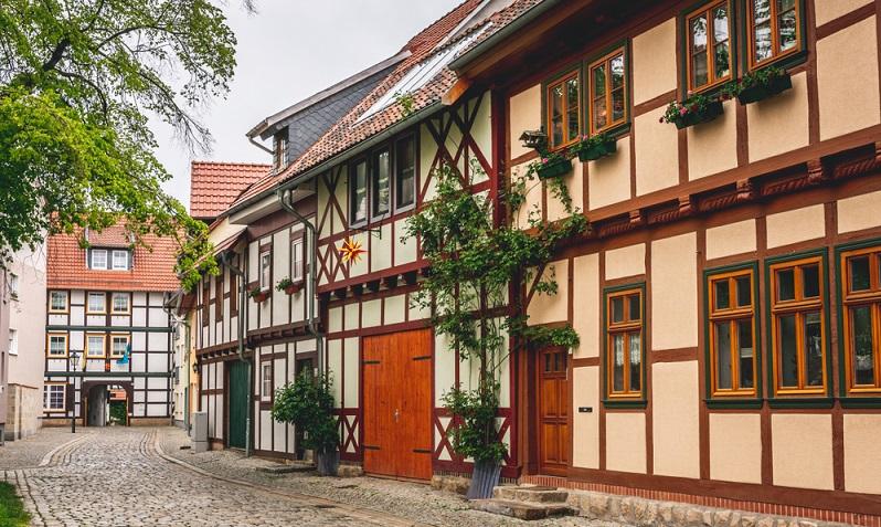 """Nichts ist unmöglich für die kompetenten Künstler des renommierten Fotostudios """"Fotografikarts"""" in Halberstadt. Exzellentes Fotodesign und fabelhafte Fotografie sorgen für pures Entzücken und immerwährende Foto-Freude. (Fotolizenz -Shutterstock: _Daniel Doerfler )"""