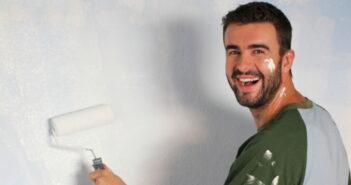 Mietrecht Schönheitsreparaturen: Drei praktische Tipps für weniger Löcher in der Wand (Foto: Shutterstock - AJR_photo)