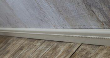 Sockelleisten kleben: Alle Klebearten detailliert erläutert. (Foto: shutterstock - Maffi)