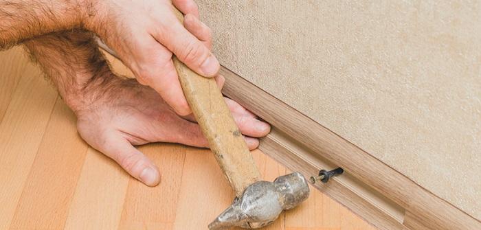 Fussleisten befestigen: Tipps und Tricks für Heimwerker (Foto-Shutterstock: _VanoVasaio )