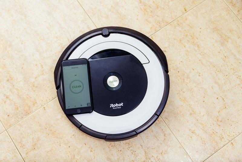 Zwei Modelle (iRobot und Moneual) konnten beim Wischen überzeugen und erhielten dafür ein GUT. ( Foto: Shutterstock- JCDH)