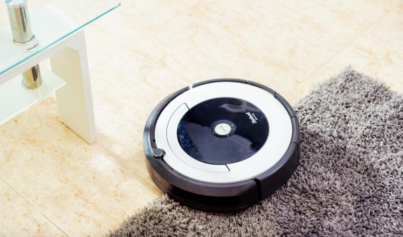 Die Saugroboter schneiden in den Tests unterschiedlich, aber keine mit SEHR GUT ab. (Foto: Shutterstock - JCDH)