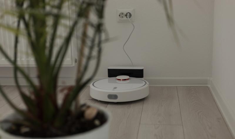 Staubsauger Roboter inklusive Wischfunktion wurden 2020 durch die Stiftung Warentest geprüft. Insgesamt sieben Modelle waren im Test. (Foto: Shutterstock - Adi Paun)