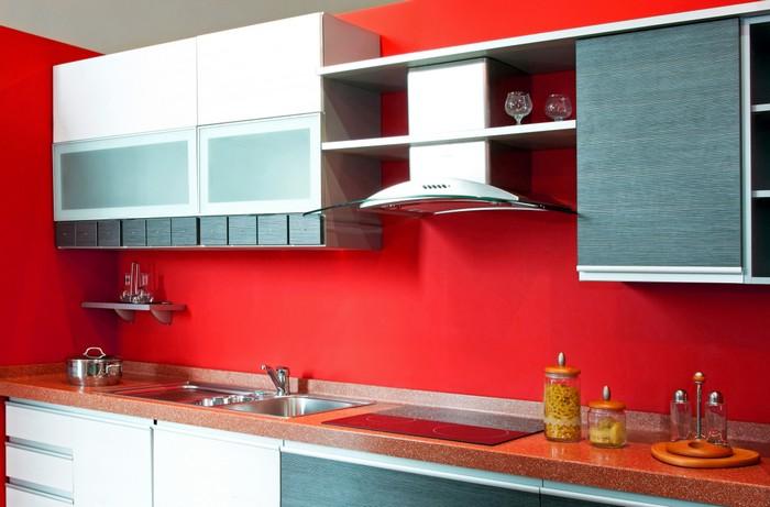 """Vorsicht mir der Farbe """"Rot"""". Viel Energie kommt so nach dem Küche renovieren ins Spiel. Wem es auf Dauer zu viel Energie ist, der wird nachjustieren wollen. (Foto: shutterstock - Baloncici)"""