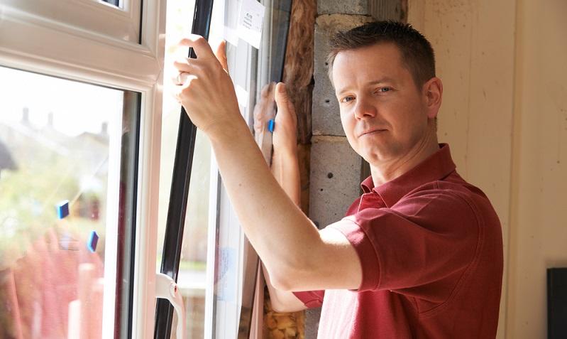 Mit einem Austausch auf moderne Rahmen und <strong>dreifach-wärmeschutzverglaste Fenster</strong> sparen Sie viel Energie ein.  ( Foto: Shutterstock- SpeedKingz)