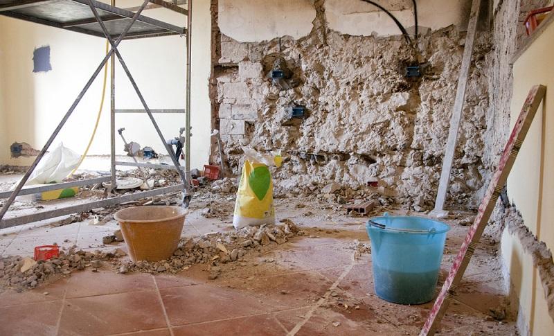 Die Sanierung eines denkmalgeschützten Gebäudes ist eine komplizierte Angelegenheit.  (Foto: Shutterstock-cate_89 )