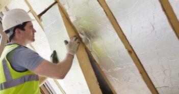 Vollwärmeschutz: Vakuumdämmplatten schützen. (Foto: Shutterstock- _SpeedKingz)