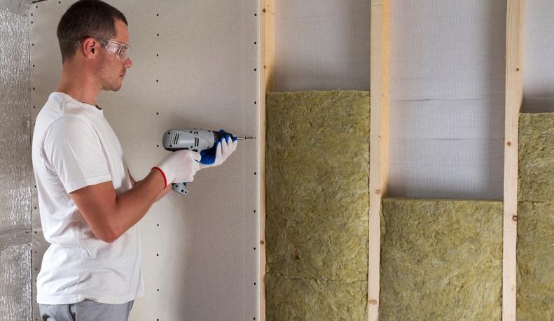 Neben dem Einbau einer <strong>modernen Heizungsanlage</strong> und <strong>dem Austausch von Fenstern</strong> und <strong>Türen</strong> bietet die <strong>Wärmedämmung ein großes Potenzial</strong> zum <strong>Energiesparen</strong>.  ( Foto: Shutterstock-Bilanol  )